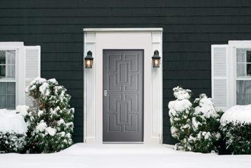Perchè si forma e come eliminare la condensa in casa sulla porta d'ingresso