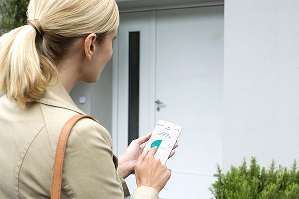 Come aprire una porta senza chiave: la serratura connessa