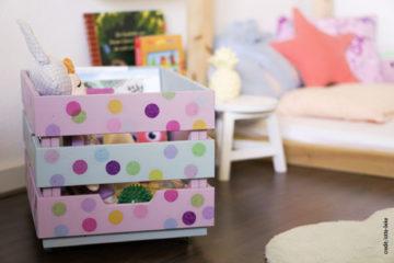 Come creare un contenitore portagiochi con cassette di legno